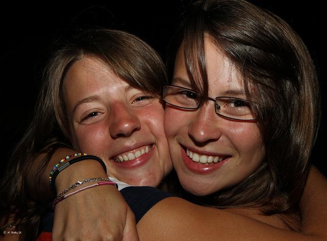 Deux petites soeurs qui s'aiment