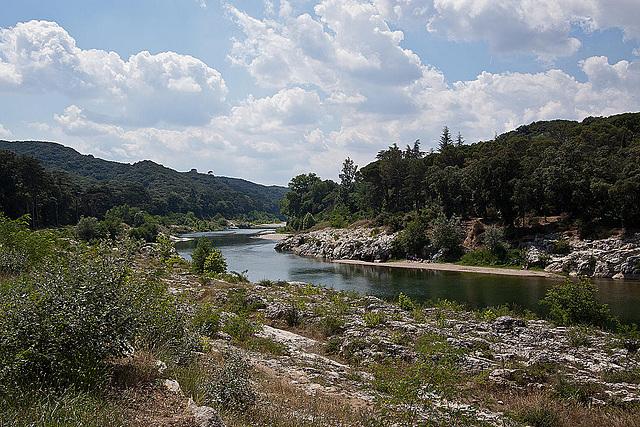 20110606 5115RWw [F] Fluss Gard [Pont du Gard]