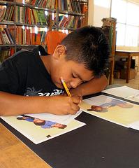 Manuel escribiendo