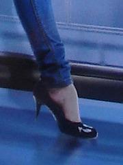 Coorslight Lady in high heels / La Dame Coorslight en talons hauts - Dans ma ville / Hometown.