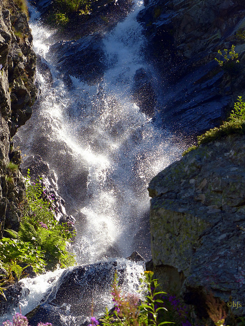 et on monte au milieu des cascades...
