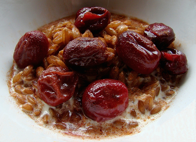 Creamy Spelt with Honey-Roasted Grapes