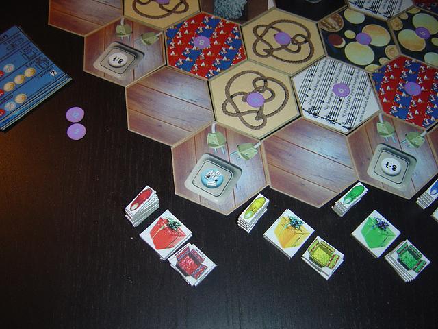 Tegel en speelstukken in spelopstelling (detail)