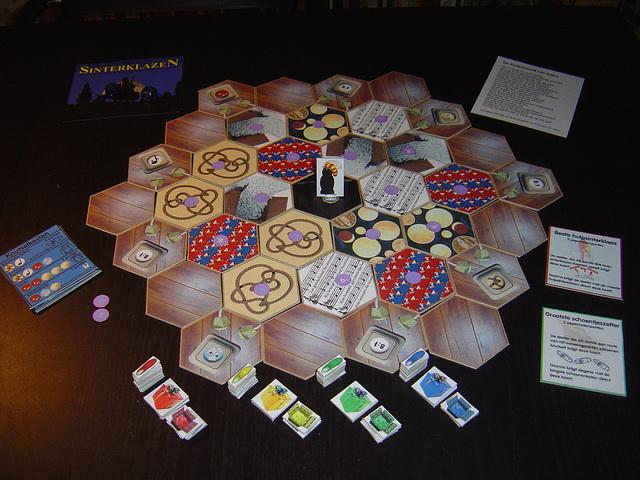 Tegel en speelstukken in spelopstelling