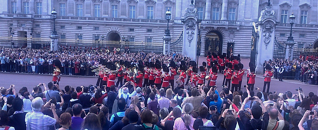 Changing of Guards at Buckingham Palace (2)