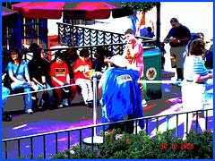 Crew Lady in action - Action ! Dame en bleu bien équipée ! Disney Horror pictures show / December 30th 2006 - Version postérisée.