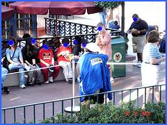 Crew Lady in action - Action ! Dame en bleu bien équipée ! Disney Horror pictures show / December 30th 2006 -  Visages en bleu masquant.