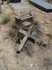 Une croix dans la brousaille