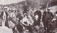 Ludoviko kaj Klara Zamenhof kun grupo ĉe la lago Morskie Oko