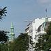 Hl. Dreieinigkeitskirche und Kuppel des Schauspielhauses (re)