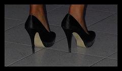Très jeune asiatique en talons hauts / Very young Asian Lady in high heels - Photographe : Christiane   - Recadrage  / Close-up