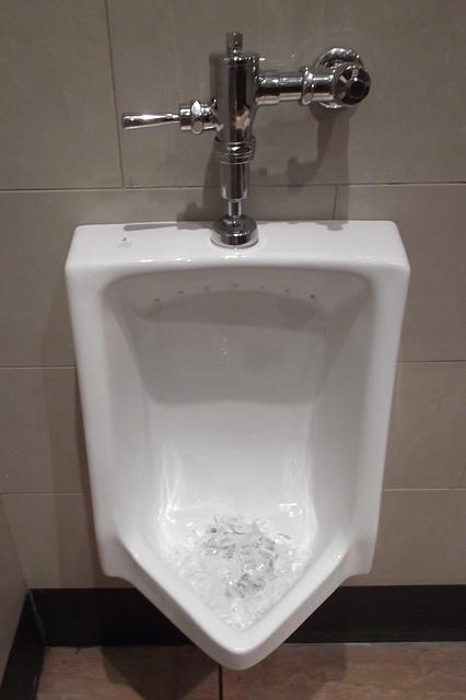 Urinoir / glace et limonade - Urinario / hielo y limonada - Urinal / ice and lemonade