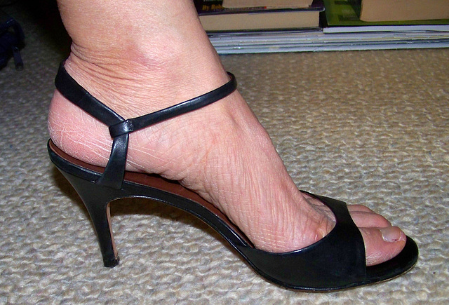 wife's banana republic heels (2)