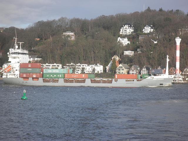 Feeder-Containerschiff auf der Elbe