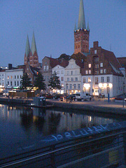 Hansestadt Lübeck - Holstentor, St. Marien und St. Petri - am Abend / Bild 250