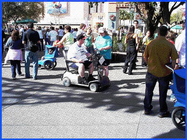Bouchon de circulation par Obèses à roulettes - Wheeling hulks traffic jam -  Disney Horror pictures show - Disneyworld / December 30th 2006 - Craquelures postérisées