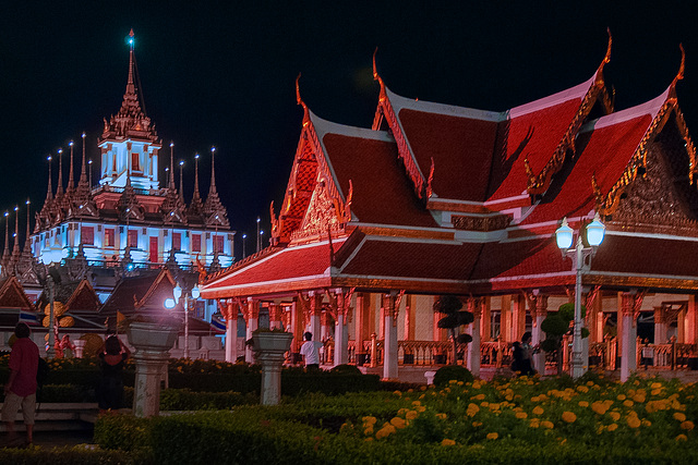 Wat Ratchanadda at night