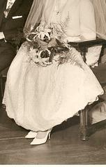 Claudette en escarpins blancs / Claudette in her white pumps.