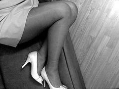 Les escarpins blancs de Madame Tissot's white sexy high heels shoes