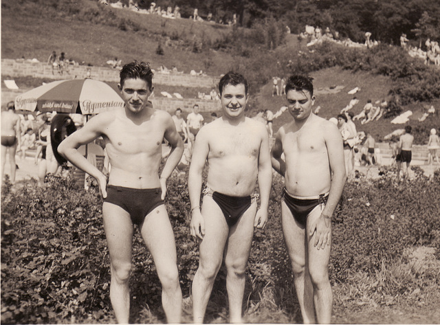 Schwimmer in Dreiecksbadehose
