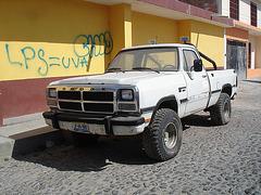 Camion Dodge truck LPS = UVA & graffitis