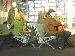 Mature trio / 3 Dames matures - Brussels airport -  October 19th 2008 - White faces / Visages blancs