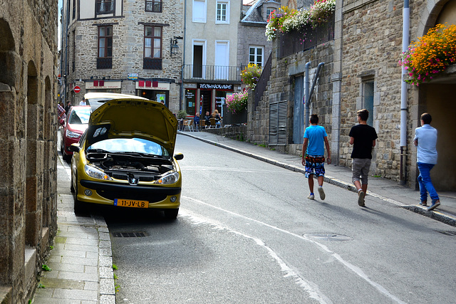 Dinan 2014 – Broken-down Peugeot