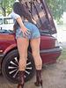 Lady Roxy -  Mécanique automobile et talons hauts / Automotive and high heels.