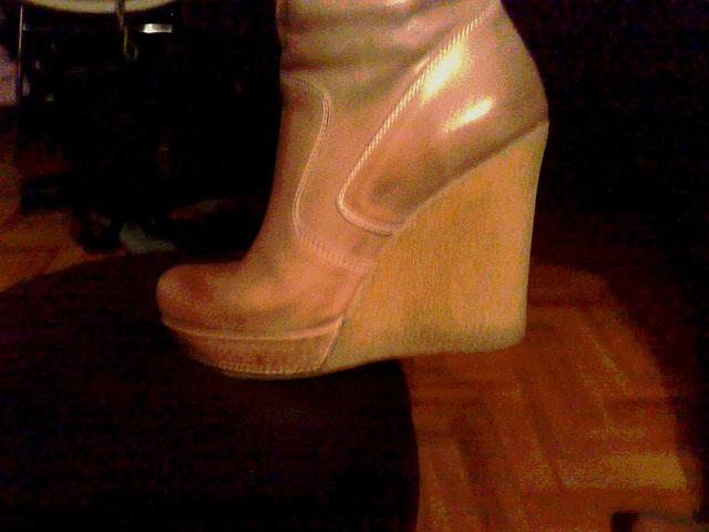 Les bottes sexy de Madame Berhgam's sexy boots - 9 décembre 2011 / Photo originale éclaircie.
