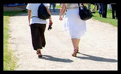 Visite de temple en talons hauts / Temple visit in high heels - Photographe: Christiane / 12 juin 2011 - Heels close-up