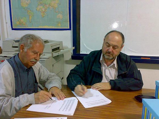 Llibert Puig kaj Jordi Grau. Livero de documentoj de Jaume Grau Casas al KEA. 09102008.