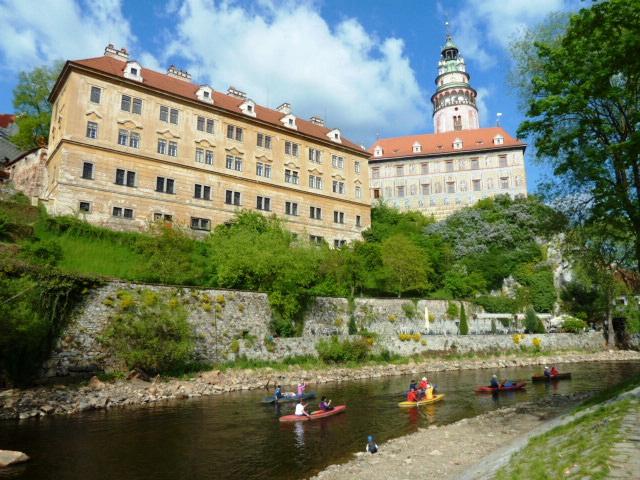 kanuado sur la rivero Vltava