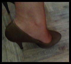 Les talons hauts de Lady Berhgam / Lady Berhgam' s high heels - Recadrage encadré
