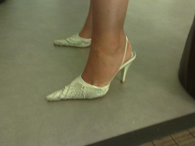 Lady Bergham en talons hauts / Lady Bergham's high heels -  Photo originale