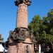 Alte Marktsäule mit altem Marktbrunnen