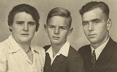 Maria meine Oma mein Vater und mein Opa rechts