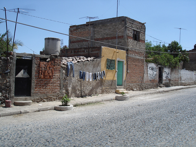 Briques et séchage de linge / Bricks and clothes drying