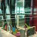 Étalage Custo display / Aéroport de Barcelone / Barcelona airport  - Zapato Custo con tacones altos / 28 juin 2010 - Recadrage