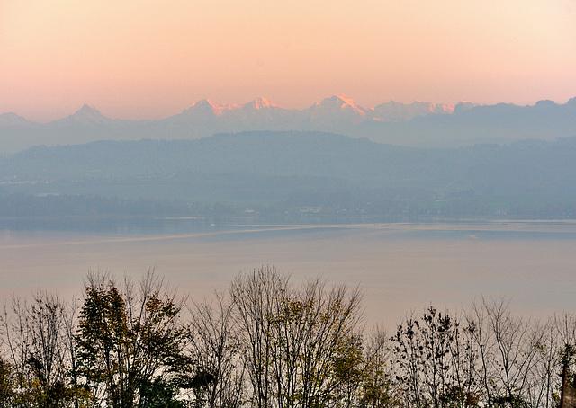 Crépuscule au lac de Morat ...