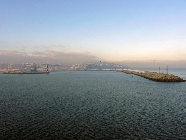 IMG 3779 Einfahrt in den Hafen Tanger