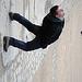 En déplacement sur un trottoir vertical , contorsion indispensable pour une vision horizontale