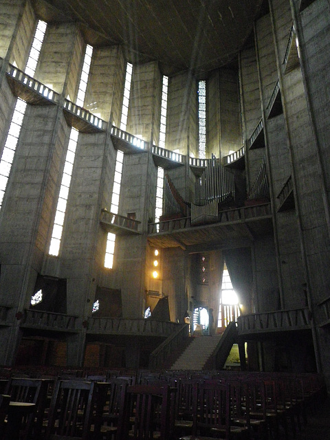 La cathédrale de Royan, intérieur.