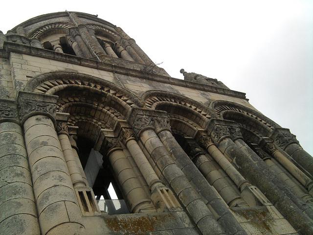 Clocher de l'abbatiale de l'abbaye aux dames.