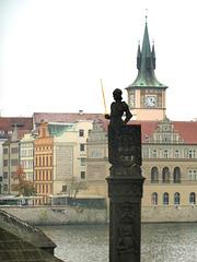 Statuo de la legenda princo Bruncvík apud la Karola ponto
