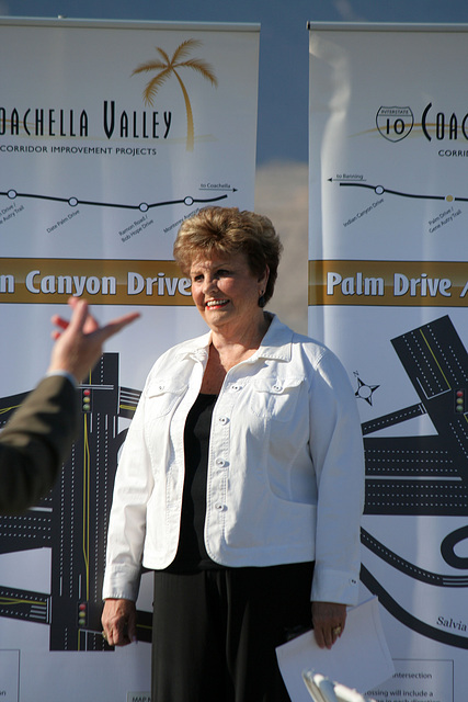 Mayor Parks at I-10 Overpasses Ribbon Cutting (3313)