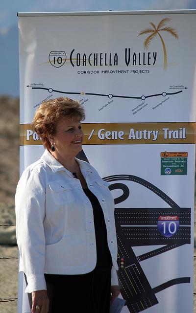Mayor Parks at I-10 Overpasses Ribbon Cutting (3329)