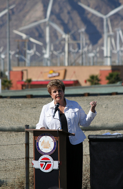 Mayor Parks at I-10 Overpasses Ribbon Cutting (3390)