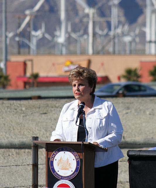 Mayor Parks at I-10 Overpasses Ribbon Cutting (3396)