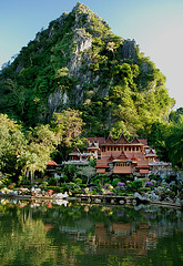 Wat Tam Khao Wong in Uthai Thani