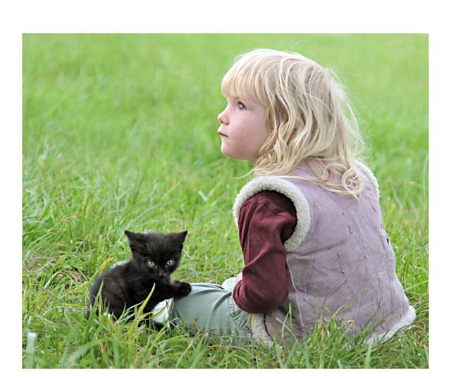 l'enfant au petit chat-panthère